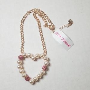 NWT Betsey Johnson Faux Pearl Heart Necklace